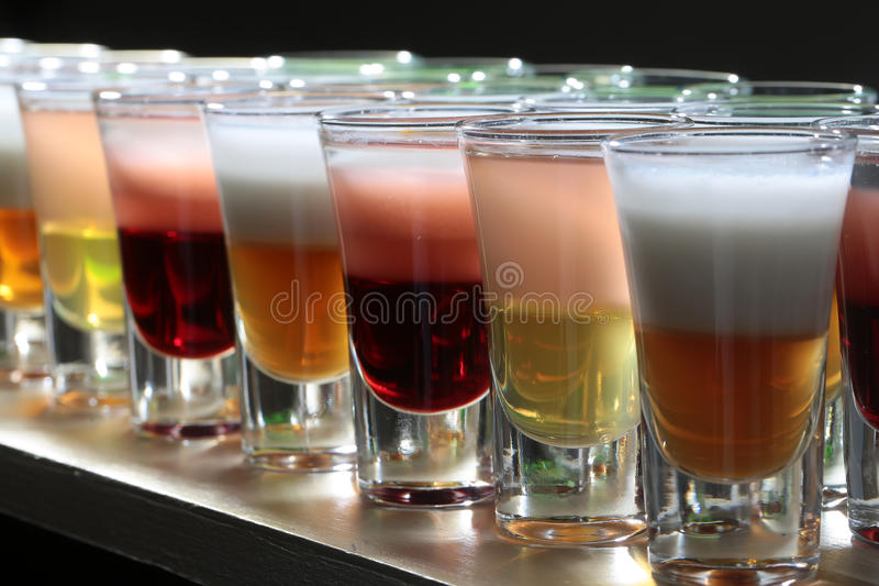 Closeup av många alkoholiserade skott arkivfoton