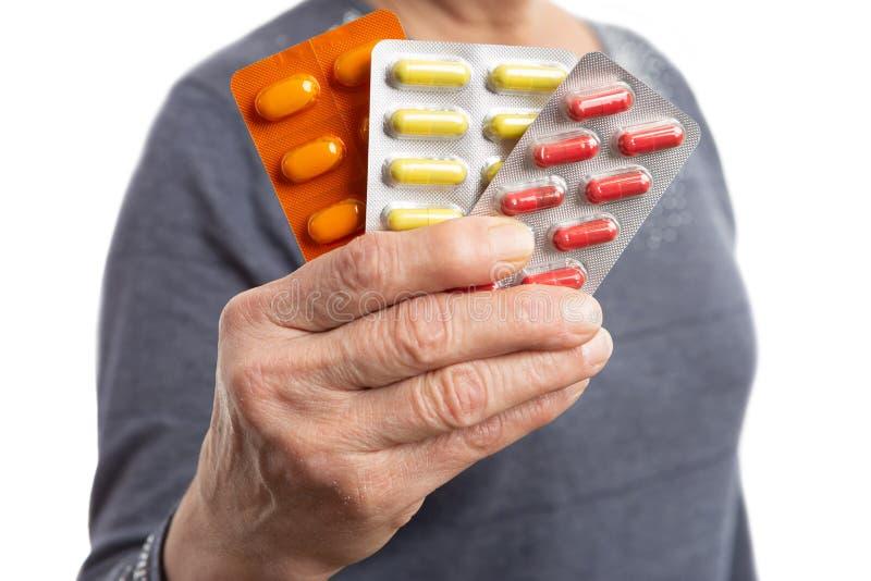 Closeup av medicin som framläggas av kvinnan royaltyfria bilder