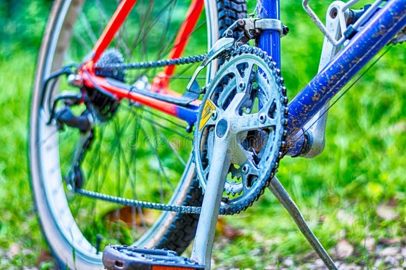 Closeup av mountainbiket i ett land arkivfoton
