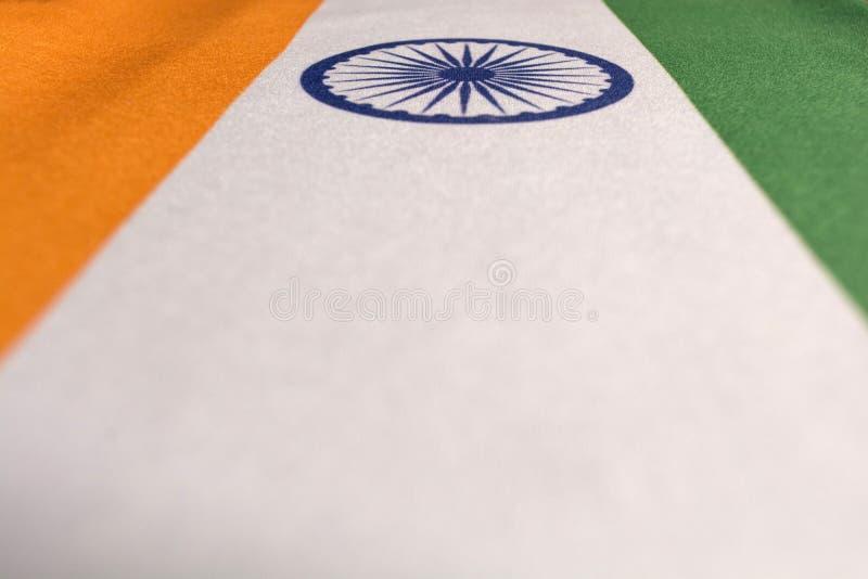 Closeup av nationella indiska flaggor Ashoka Tricolor Chakra - arkivbilder