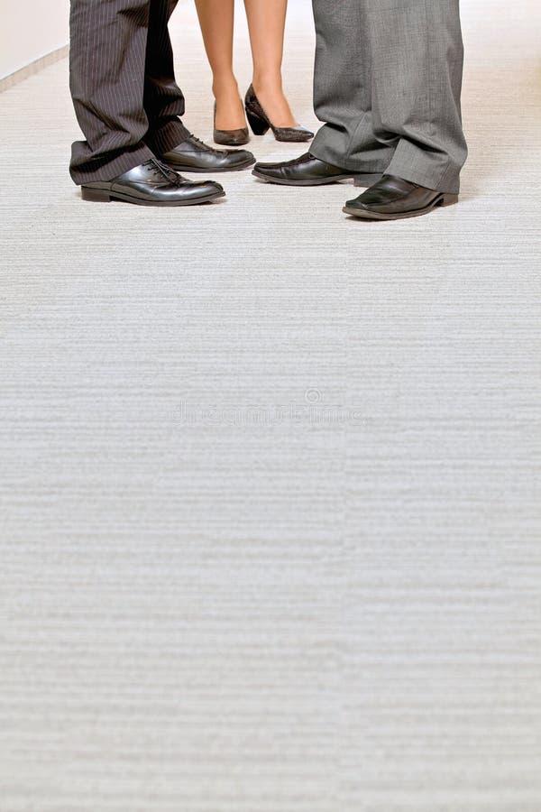 Closeup av skor för affärsfolk med copyspace royaltyfria bilder