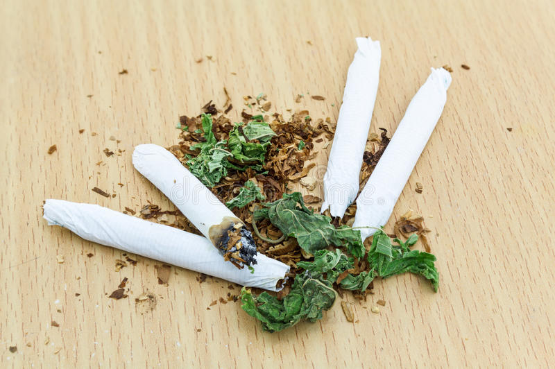 Closeup av torkad marijuana arkivbild