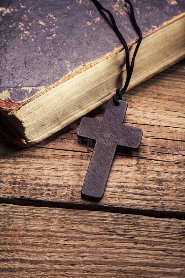 Closeup av träkristenkorset arkivbild