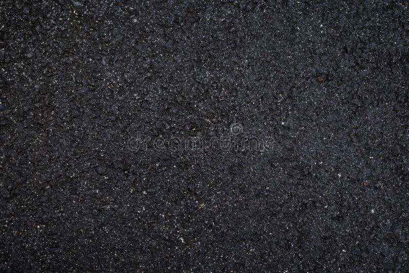 Closeup av vått och mörkt - grå asfalt arkivbild