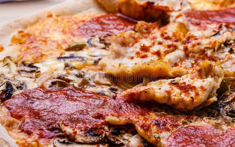 Closeup av varm pizza arkivbild