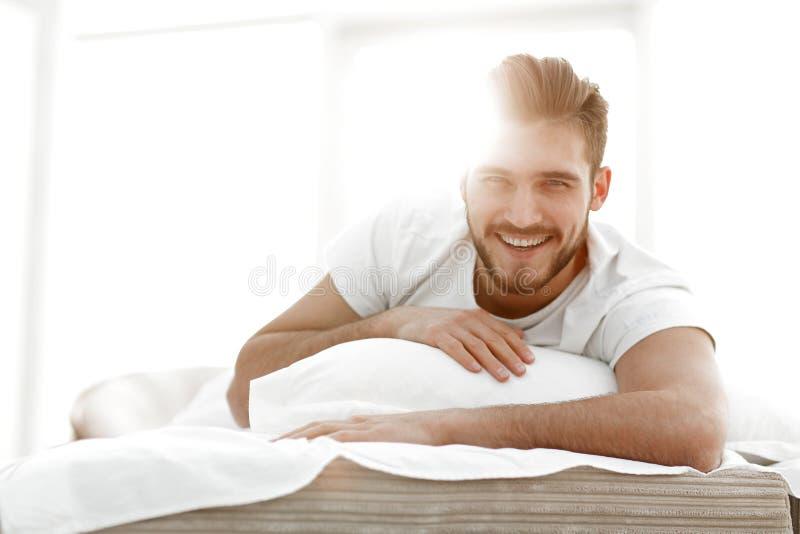 closeup bakgrundsbild av en man som hemma vilar fotografering för bildbyråer