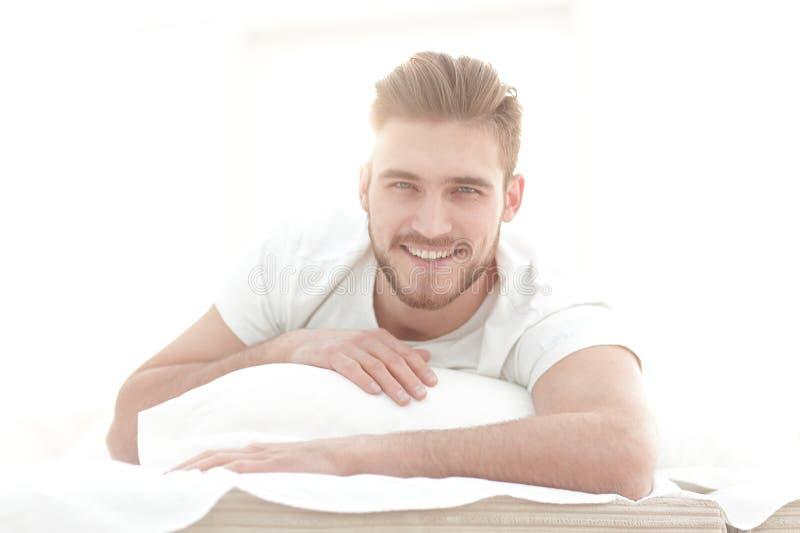 closeup bakgrundsbild av en man som hemma vilar arkivbilder