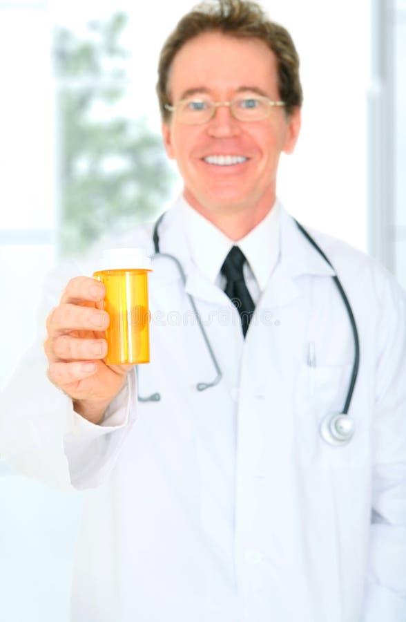 closeup doctor giving medicine senior στοκ εικόνα με δικαίωμα ελεύθερης χρήσης