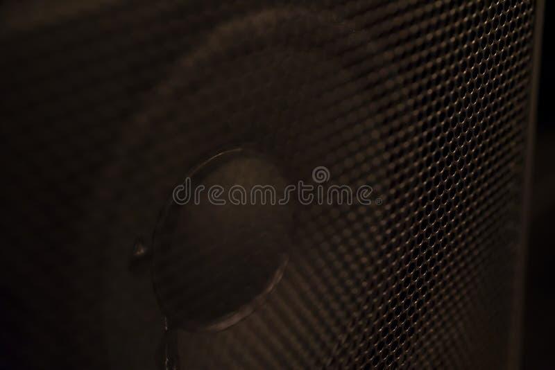 Closeup för högtalarebildskärmkotte som skjutas inom en kugge royaltyfri foto