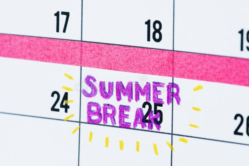 Closeup för påminnelse för kalender för sommaravbrott royaltyfria foton