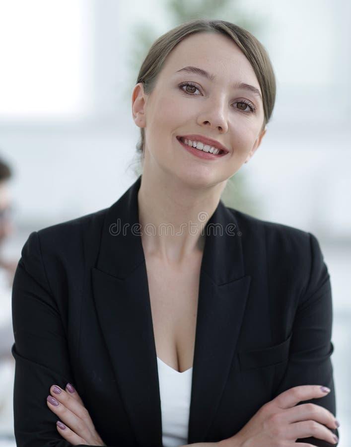 closeup framsida av en lyckad affärskvinna royaltyfria bilder