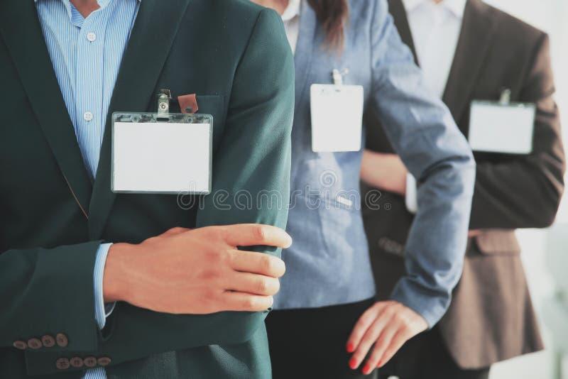 closeup groupe de gens d'affaires avec les insignes vides photo stock