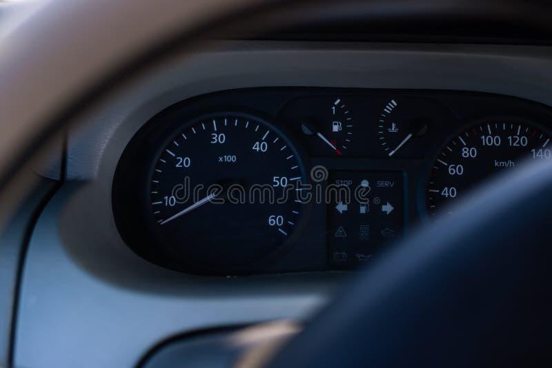 Closeup på instrumentbrädan, bilinrebakgrund royaltyfri bild