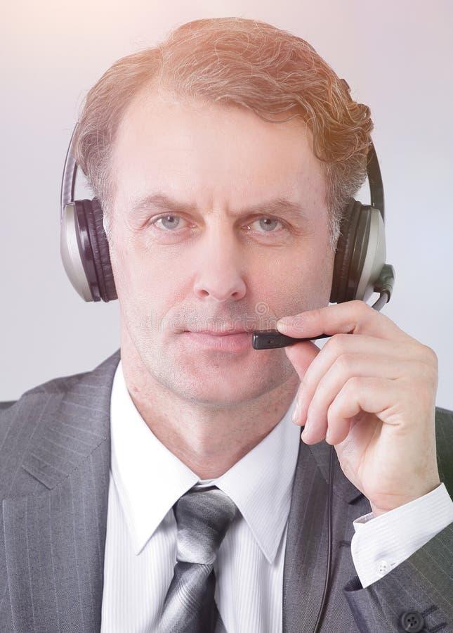 closeup retrato do centro de atendimento seguro do empregado fotos de stock