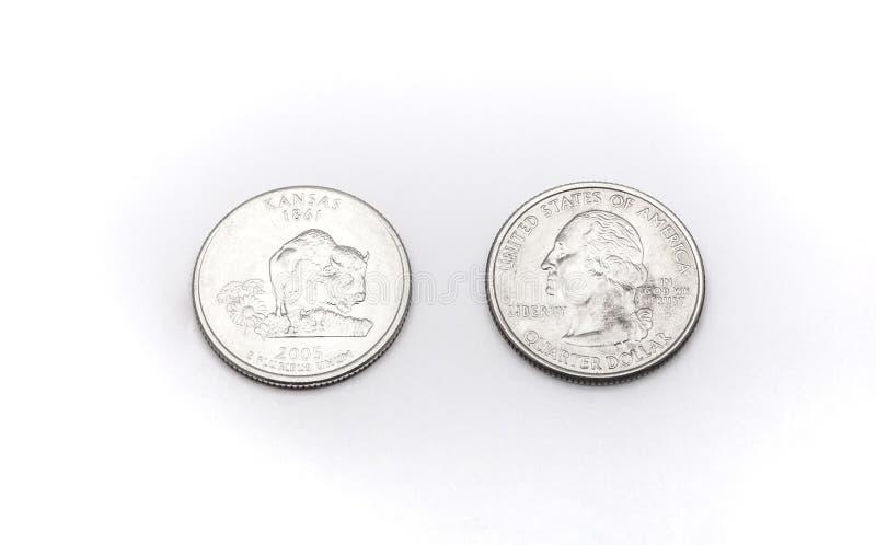 Closeup till Kansas det statliga symbolet på mynt för fjärdedeldollar på vit bakgrund royaltyfri fotografi
