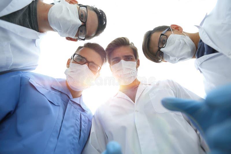 closeup un gruppo di chirurghi di medici fotografia stock