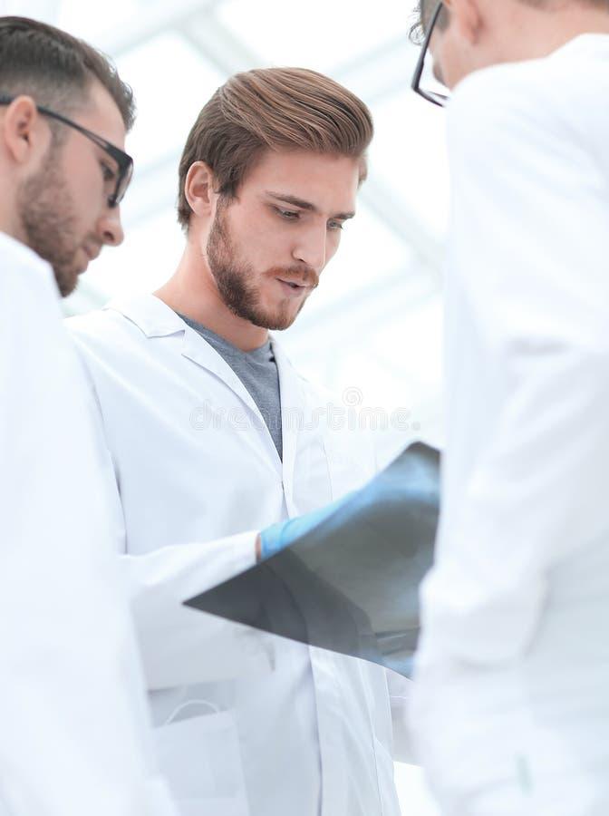 closeup Un gruppo di conversazione di medici immagine stock