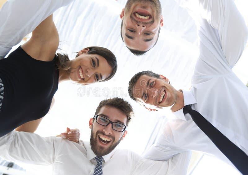 closeup Vista inferior Equipe bem sucedida do negócio imagens de stock royalty free
