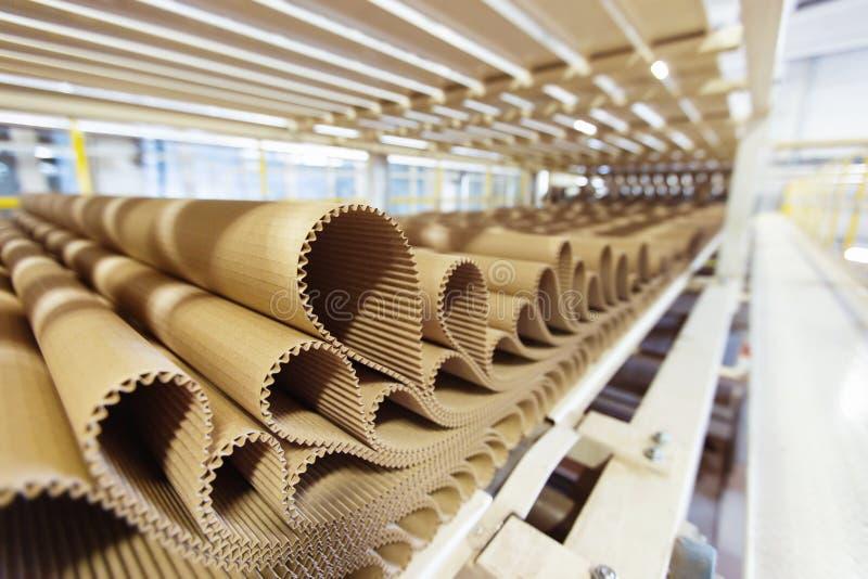 Closeupbild av plissépappraden på fabriksbakgrund arkivbilder