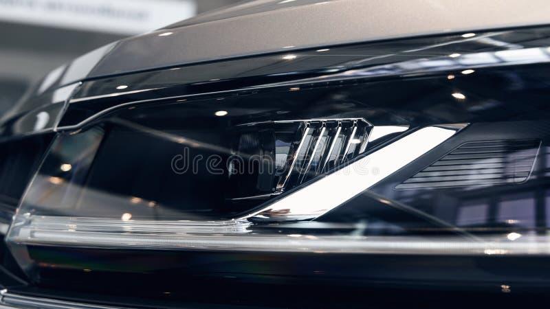 Closeupbillyktor av en modern bil r royaltyfri bild