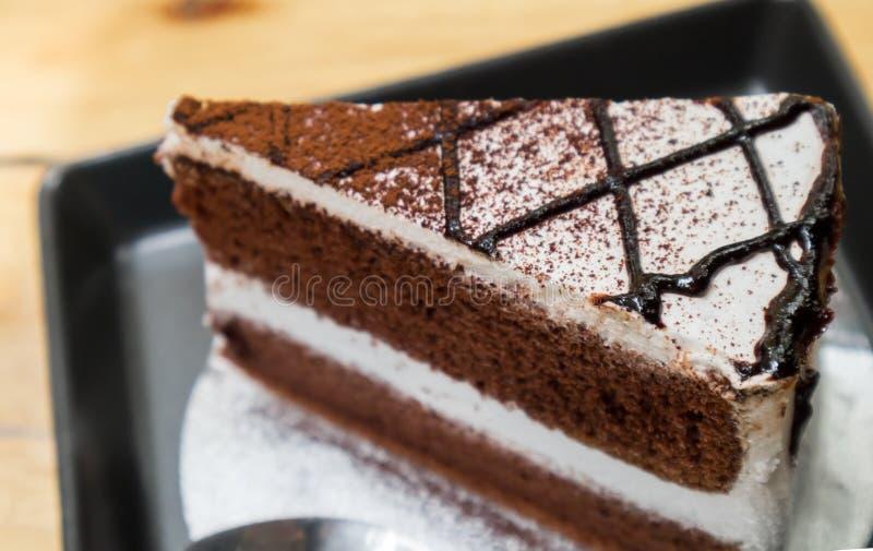 Closeupchoklad mjölkar kakan på wood tabellbakgrund som är selektiv royaltyfri foto