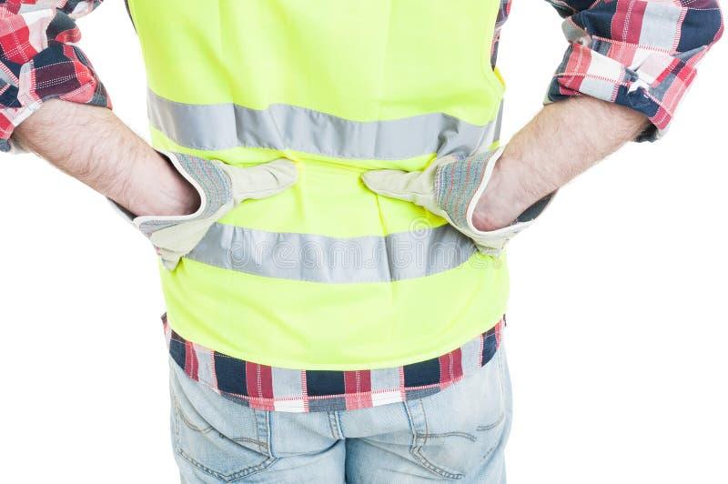 Closeupen av byggmästaren som känner lägre tillbaka, smärtar arkivfoton