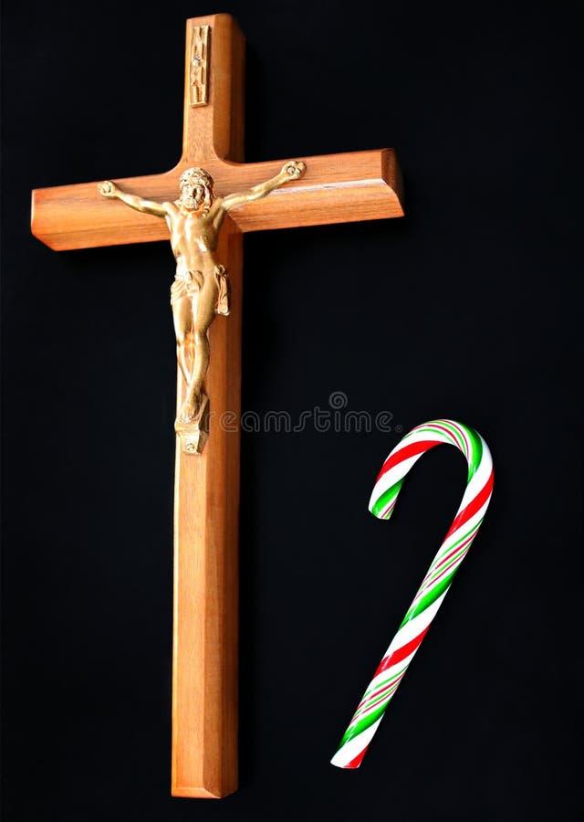 Closeupen av Jesus Christ korsfäste med godisrottingen på fast svart bakgrund fotografering för bildbyråer