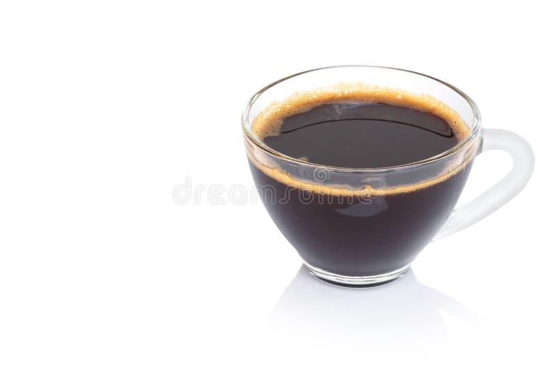 Closeupexponeringsglas av varmt kaffe för americano som isoleras på vit bakgrund arkivbild