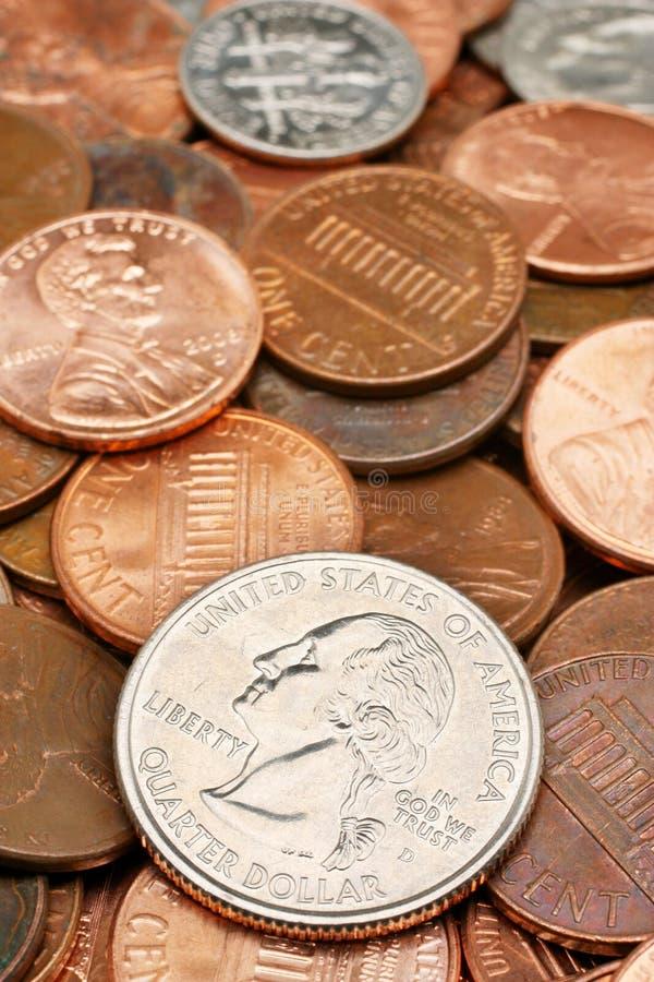 closeupmyntet coins dollaren över fjärdedel arkivbilder