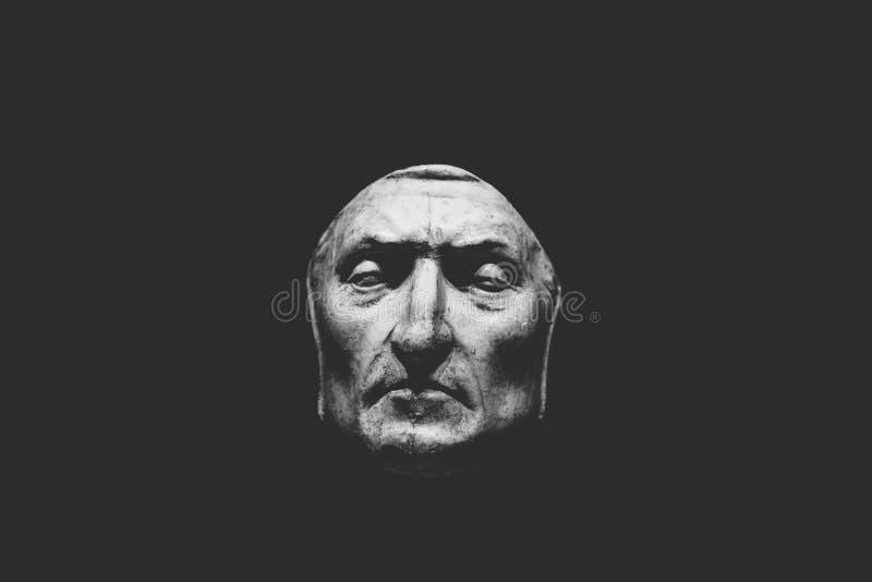 Closeupsikt av d?dmaskeringen av Dante Alighieri royaltyfria foton