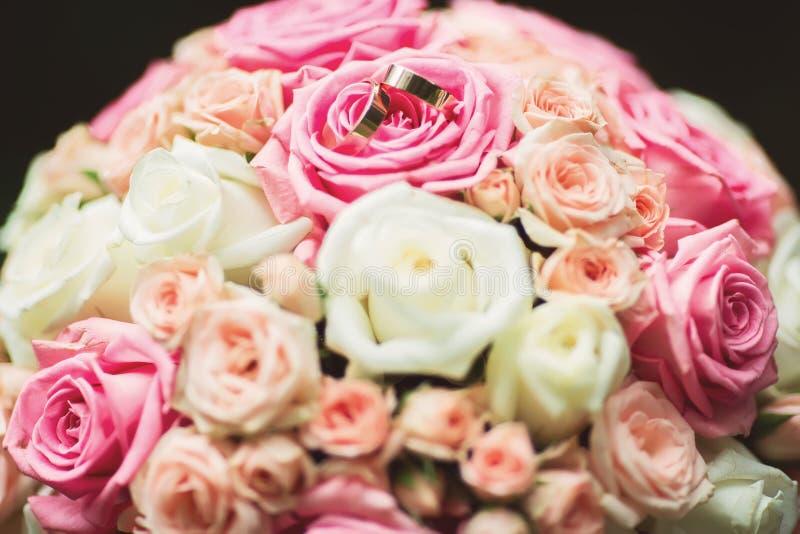 Closeupsikt av den dekorativa buketten för härligt nytt mjukt bröllop royaltyfri foto
