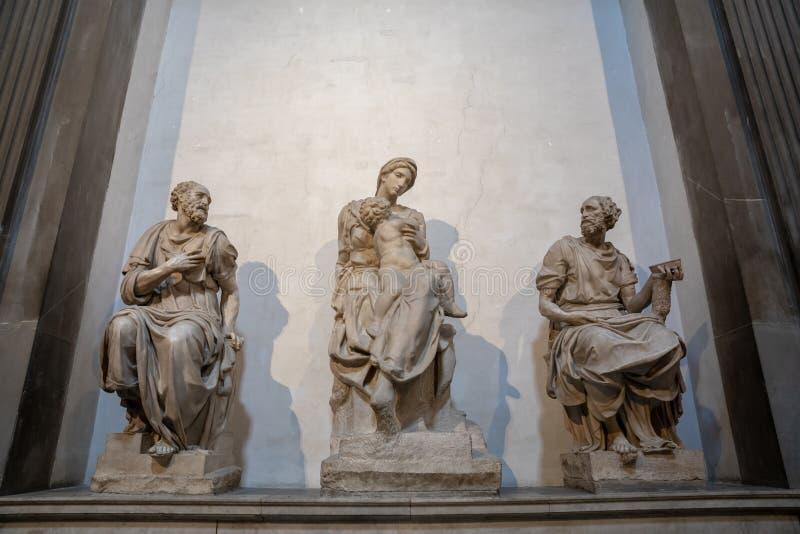 Closeupsikten av marmorerar skulptur av den italienska konstnären i Medici kapell royaltyfria bilder