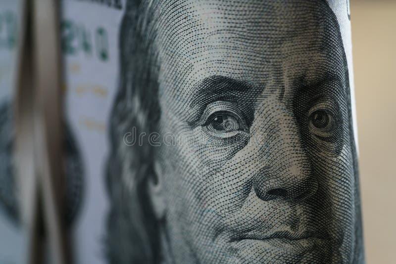 Closeupstående av Benjamin Franklin på hundra dollarräkning arkivbilder