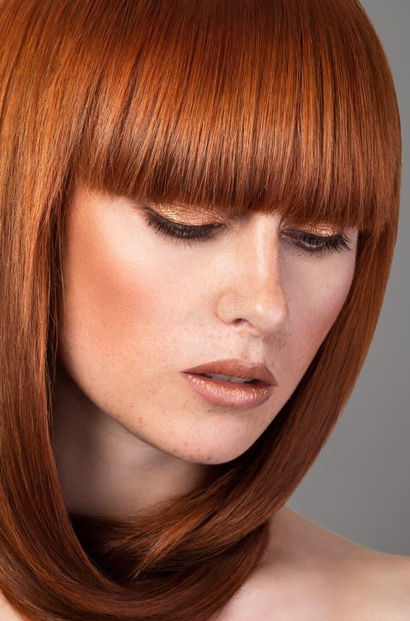 Closeupstående av den röda haired kvinnan fotografering för bildbyråer