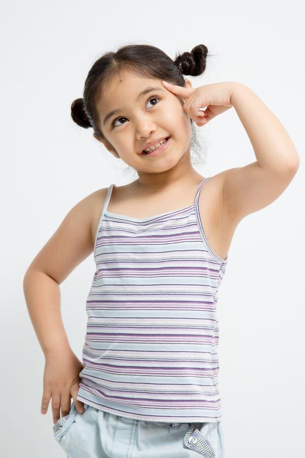 Closeupstående av en gullig liten asiatisk flicka arkivbild