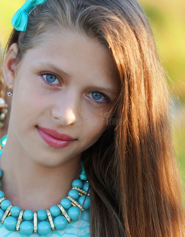 Closeupstående av en härlig flicka arkivbild