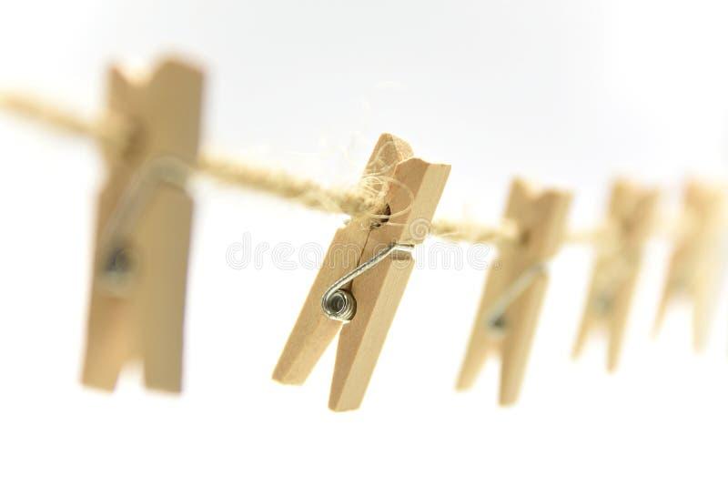 Clothespin ξύλινο NIP στην καφετιά γραμμή στοκ εικόνες