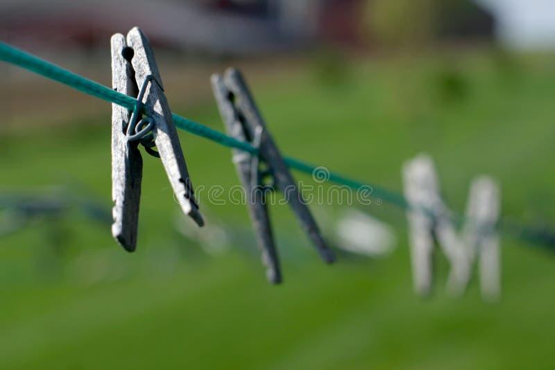 Clothespin auf Zeile lizenzfreies stockfoto