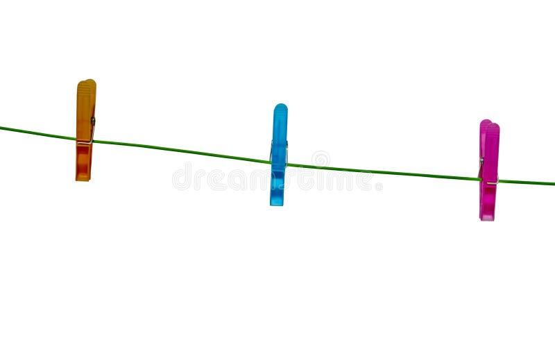 Clothespins auf einer Kleidung-Zeile lizenzfreie stockfotos
