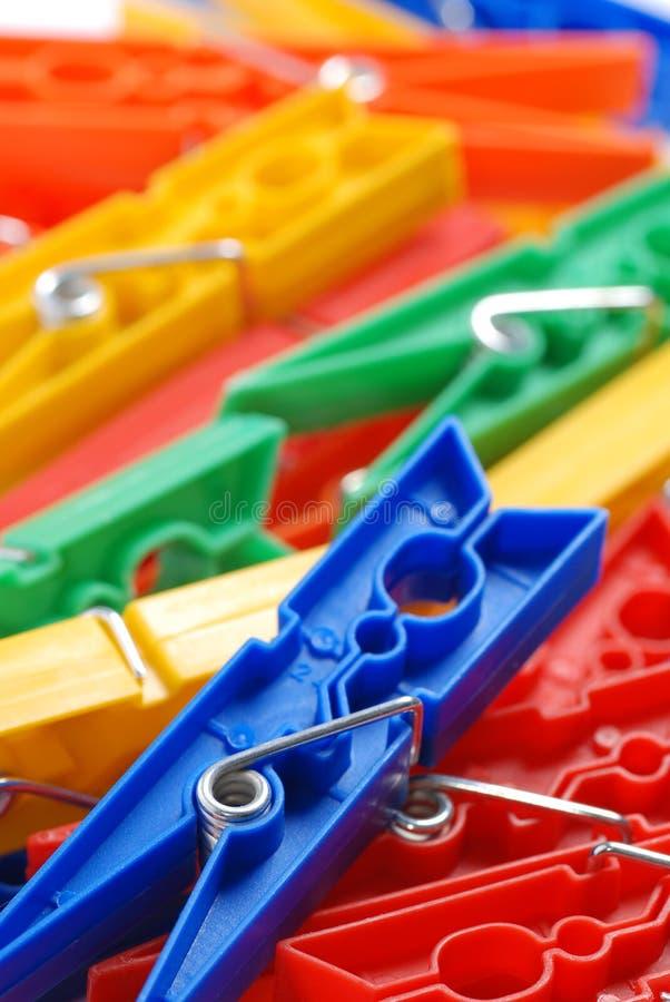Clothespins di plastica colorati immagine stock libera da diritti