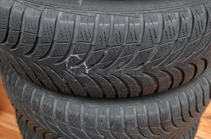 clou en pneu photo stock image du clou roue pneu perforation 60793386. Black Bedroom Furniture Sets. Home Design Ideas