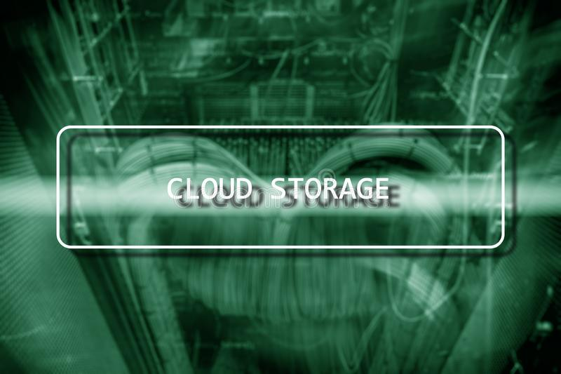 Cloud Computing-Technologie-Internet-Speicher-Netz-Konzept auf unscharfem Supercomputerserverraum stockfotos