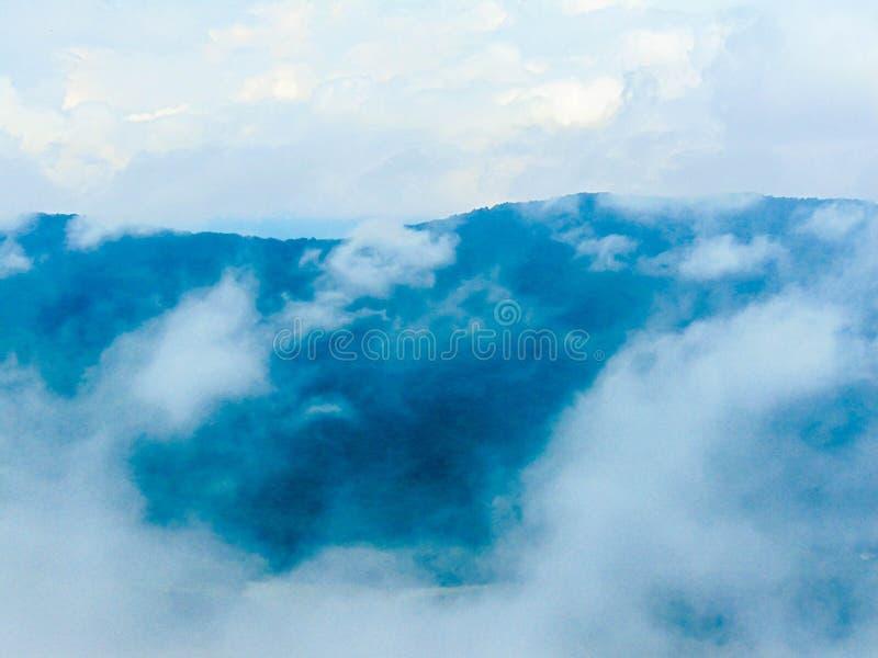 Cloud9 en una montaña imágenes de archivo libres de regalías