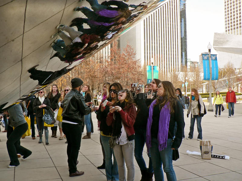 Download CLOUD GATE CHICAGO editorial stock photo. Image of gate - 18901348