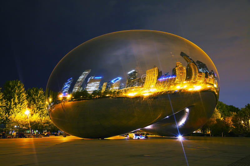 Cloud Gate sculpture in Millenium Park stock photos