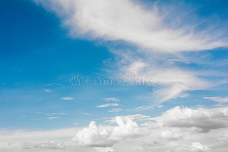 Cloudcloud & atmosfera del cielo blu, colore blu, tempo immagine stock libera da diritti