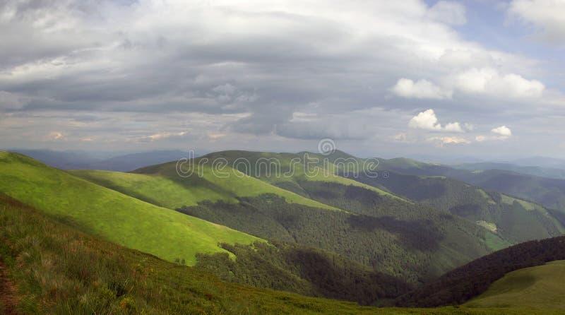 clouds berg över storm royaltyfri fotografi