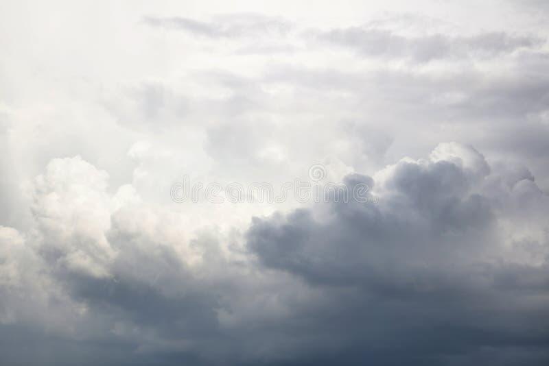 clouds den gråa stormen royaltyfria bilder