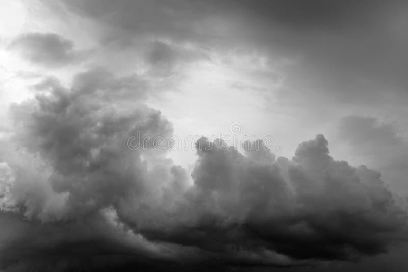clouds den gråa stormen fotografering för bildbyråer