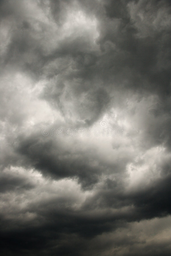 clouds den mörka stormen royaltyfria bilder